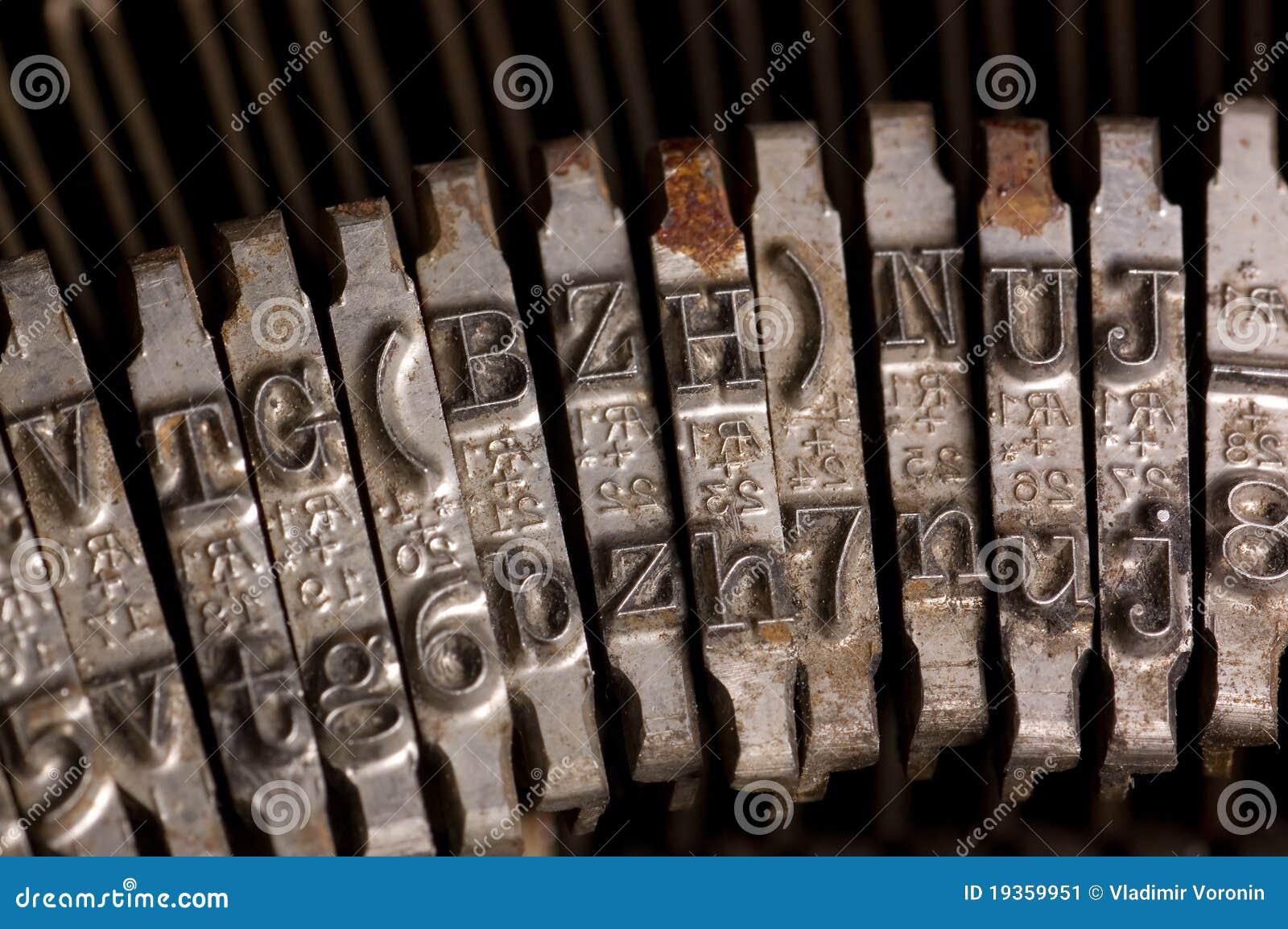 Typebar de dactilografia da letra da máquina de escrever do texto velho