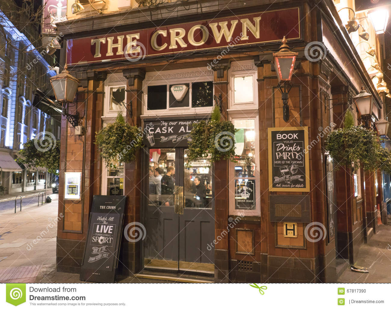 Typical English Pub At Covent Garden District - London England UK ...