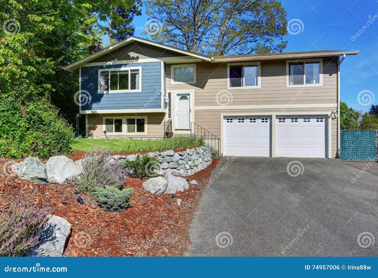 Typical facade of american house blue and beige exterior - Colori facciate esterne case ...