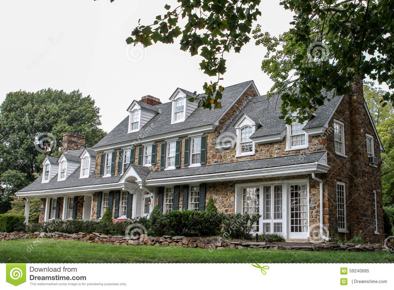 Typical symmetric american house stock photo image 59240685 - Tipica casa americana ...