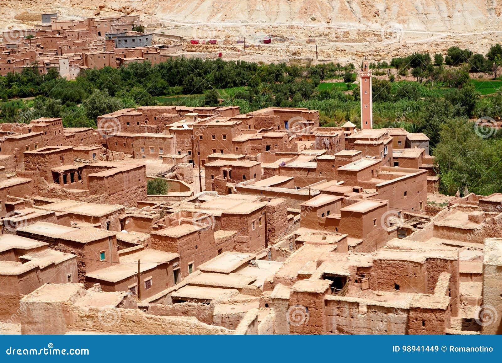 Typisch berberdorp van de atlasbergen in Marokko