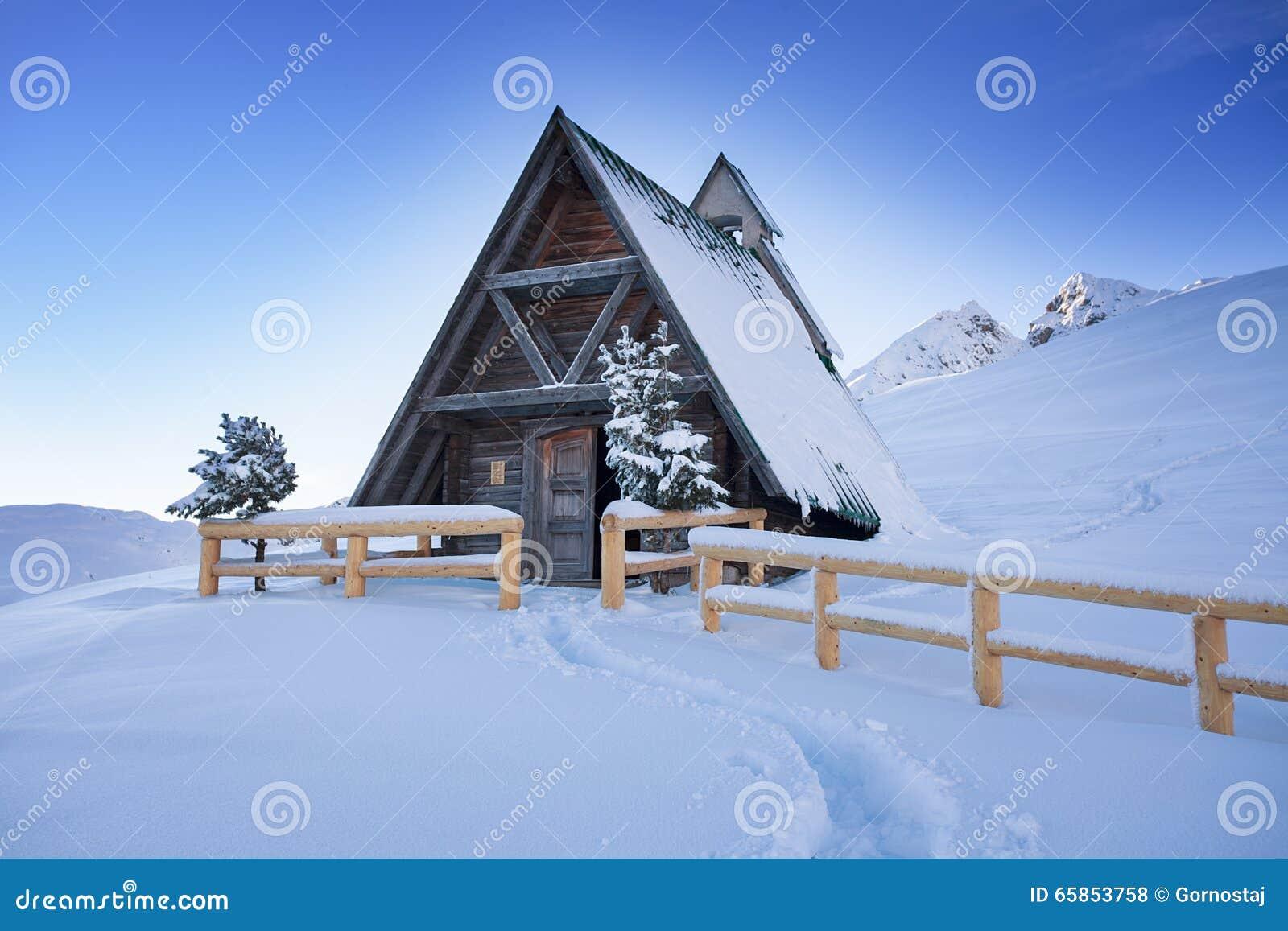 Typisch houten chalet in de Dolomietberg
