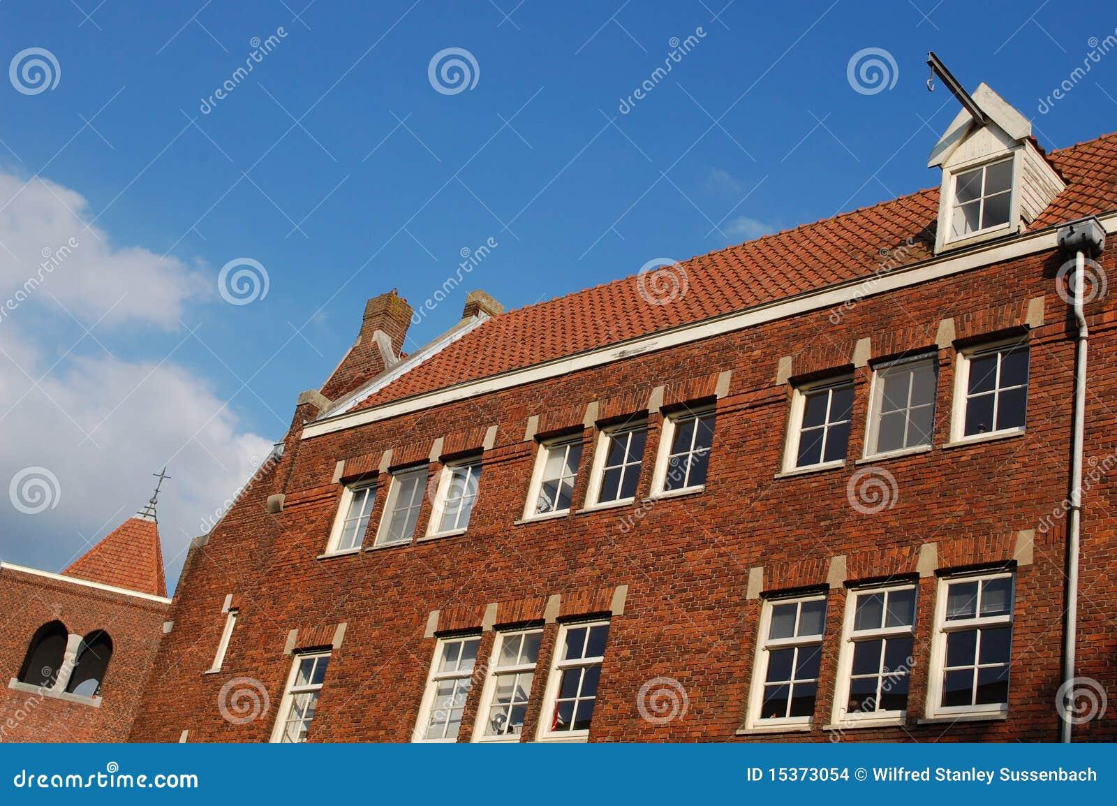 Typisch nederlands huis stock afbeeldingen afbeelding 15373054 - Foto huis in l ...