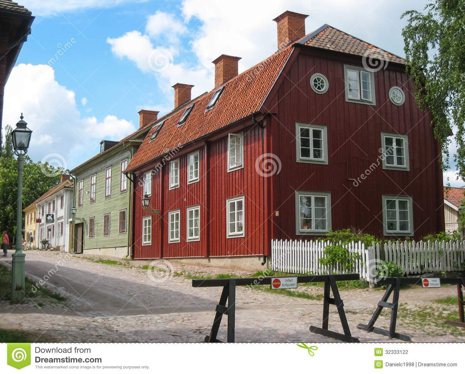 typische alte holzh user linkoping schweden. Black Bedroom Furniture Sets. Home Design Ideas