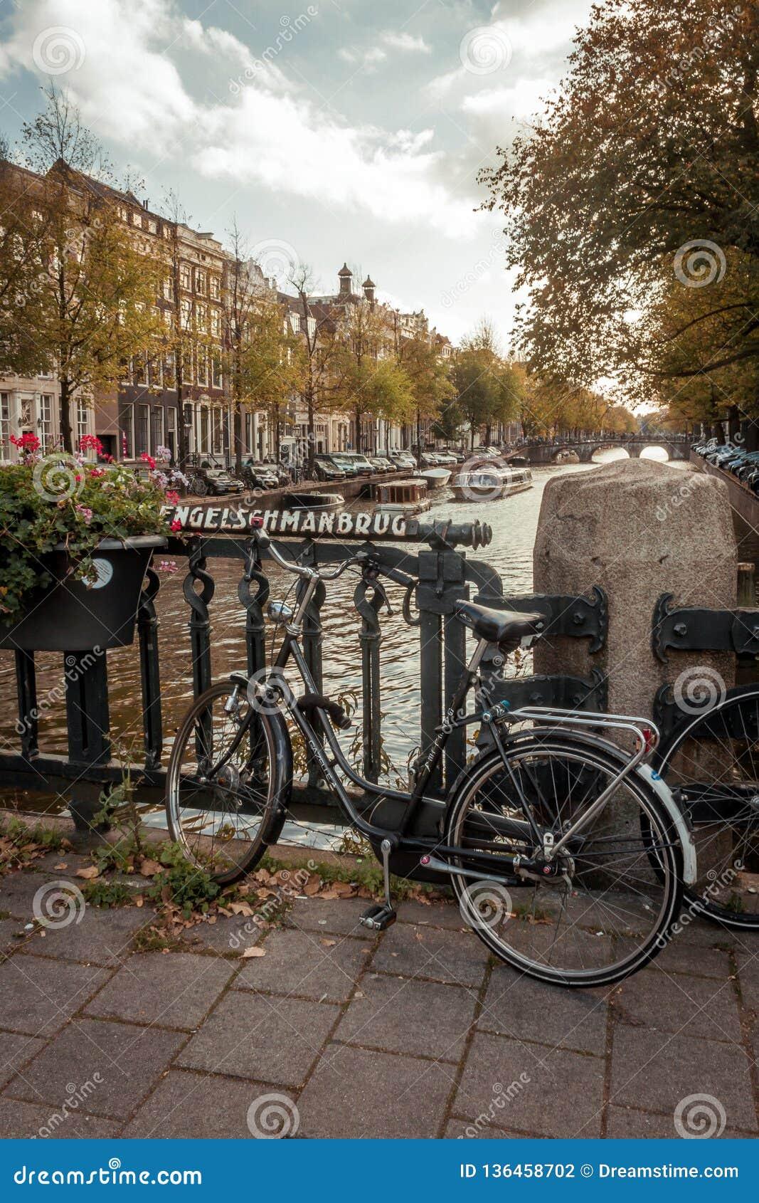 Typische Amsterdam-Szene auf einem netten und Sunny Afternoon