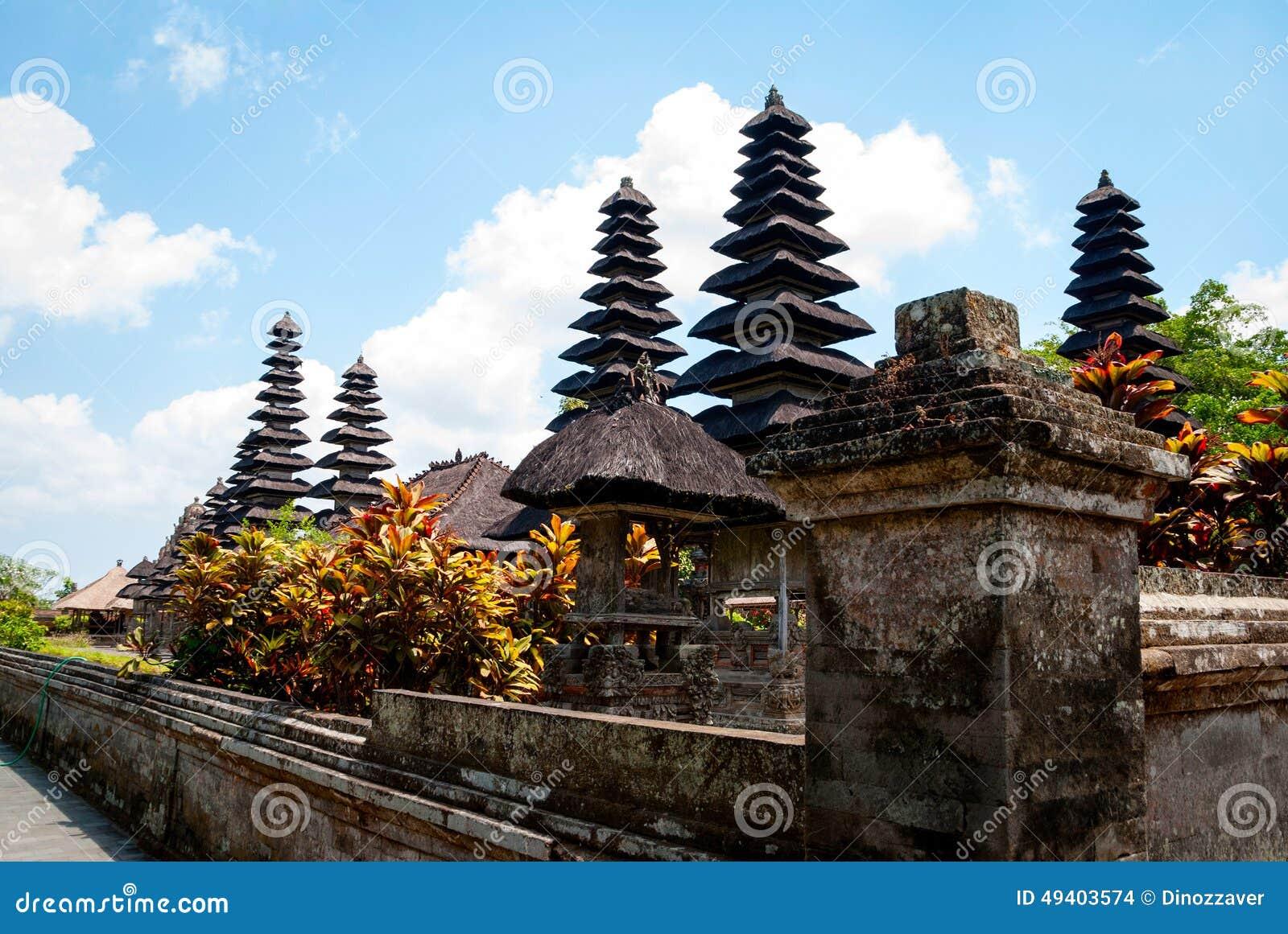 Download Typische Dächer Des Hindischen Tempels In Bali Stockfoto - Bild von szenisch, geistig: 49403574