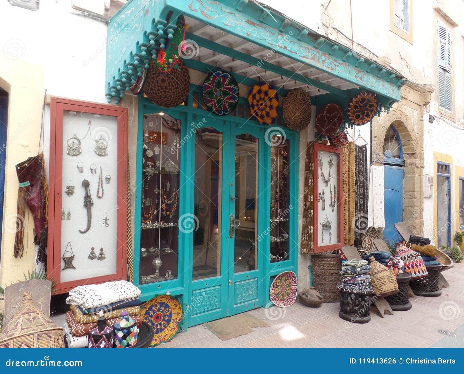 Typische giftwinkel in Essaouira, Marokko