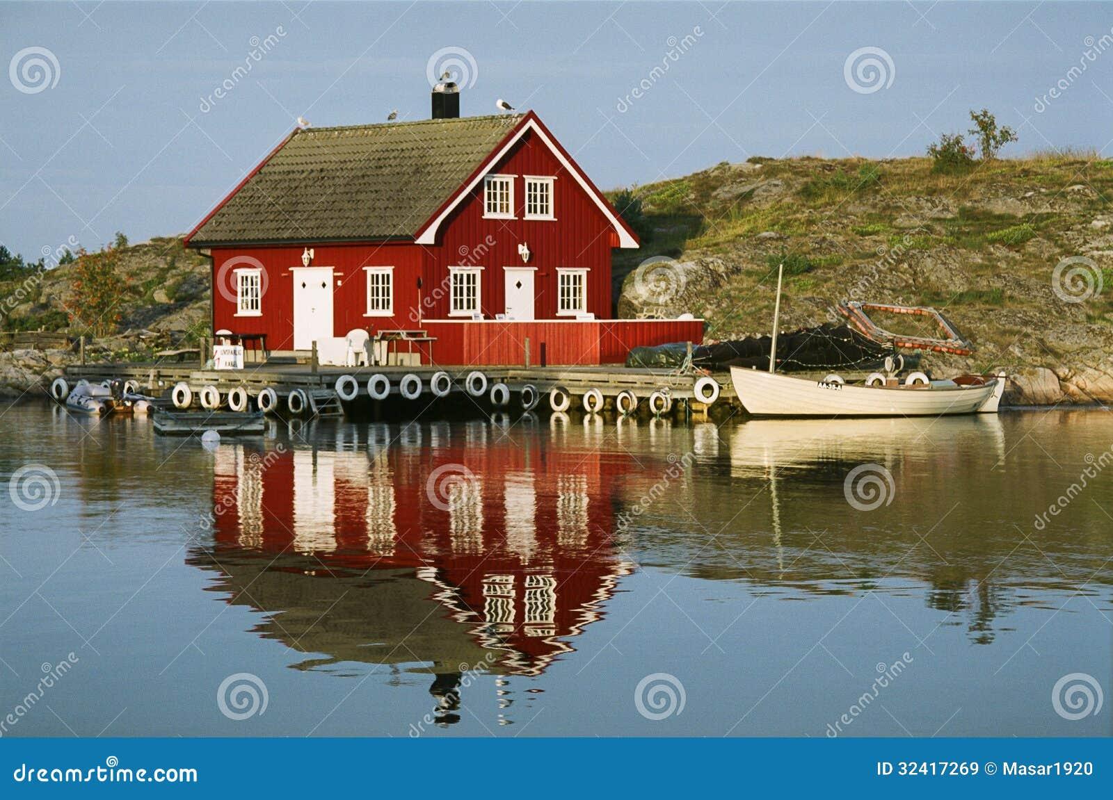 Typische norwegische ansicht redaktionelles stockbild for Norwegen haus