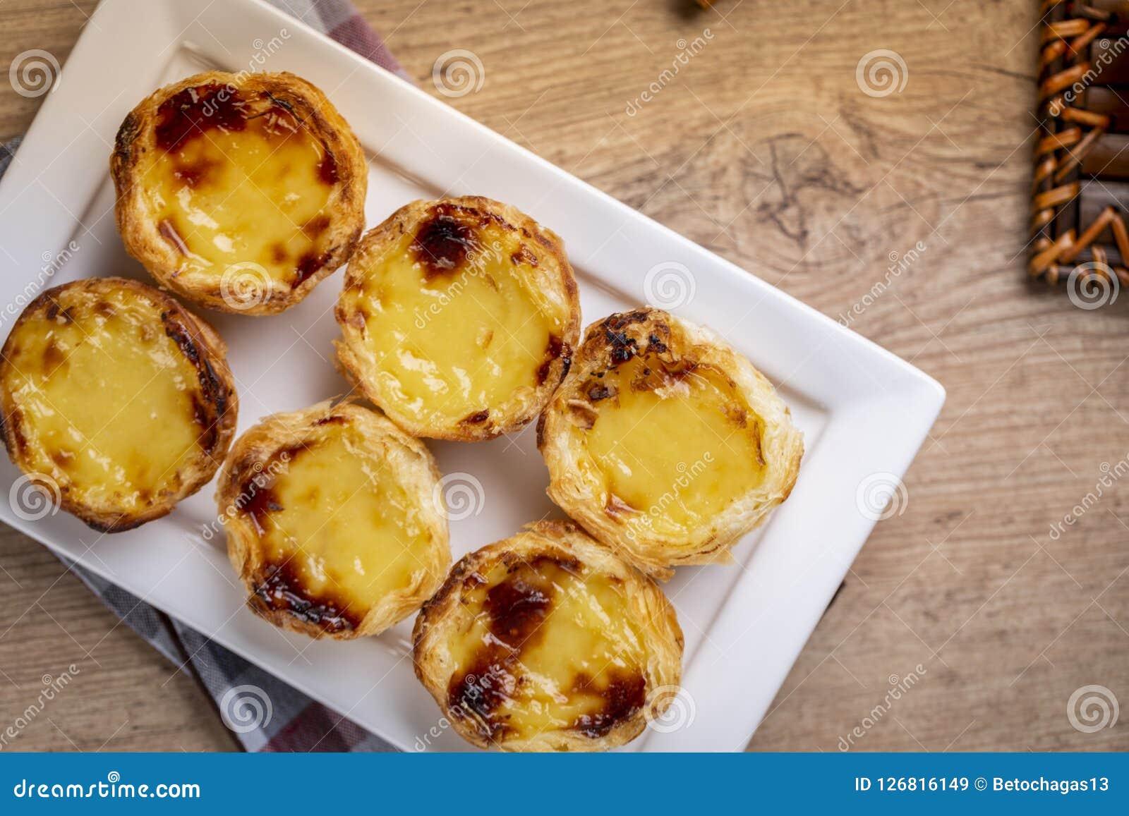 Typische Portugiesische Vanillepuddingtorten Pastel De Nata