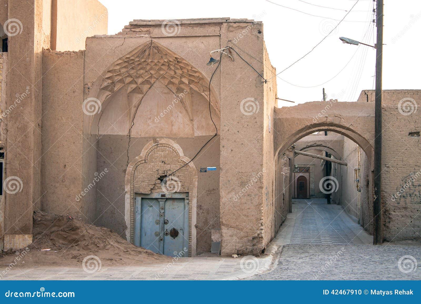 Typische schmale Gasse in Yazd