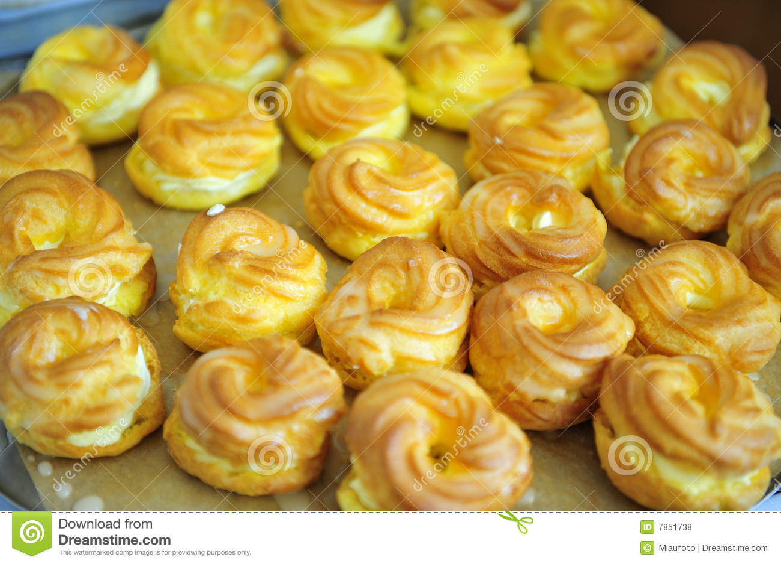 typische tsjechische keuken gele ei gebraden cake royalty On tsjechische keuken