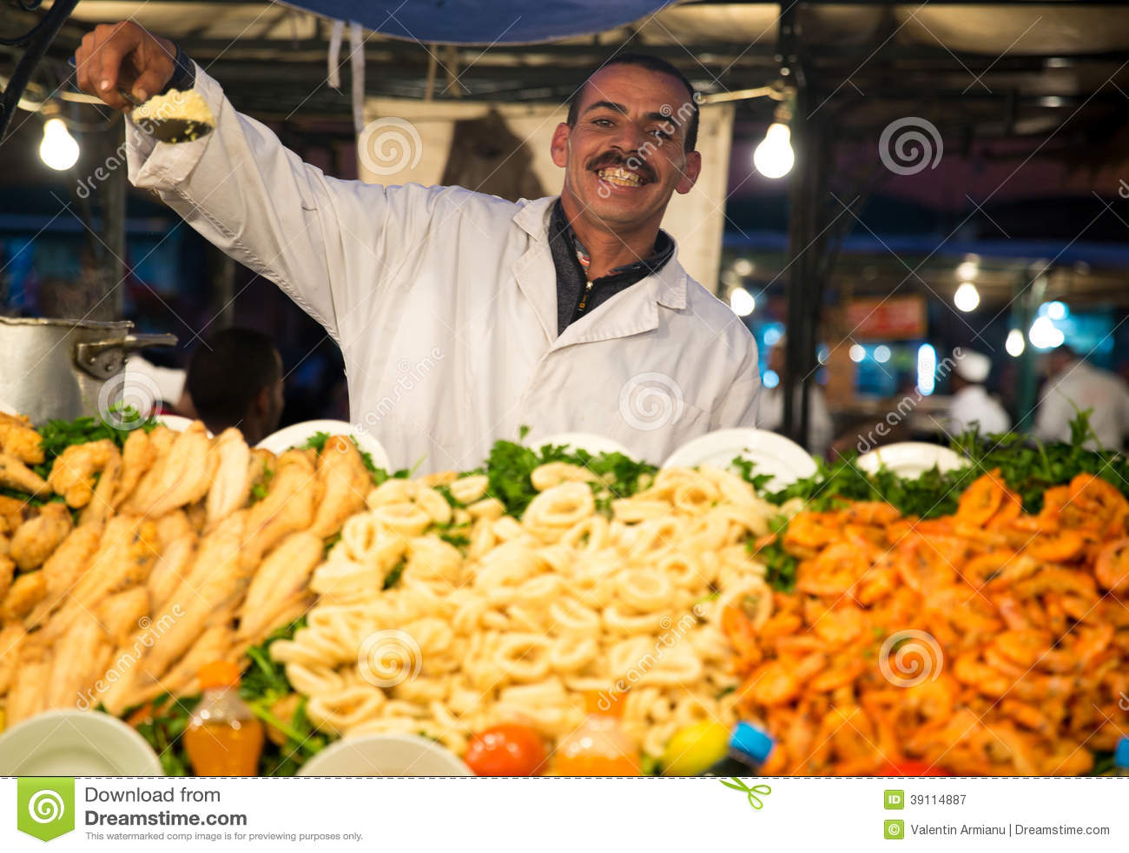 Typische voedseltribune in Marrakech
