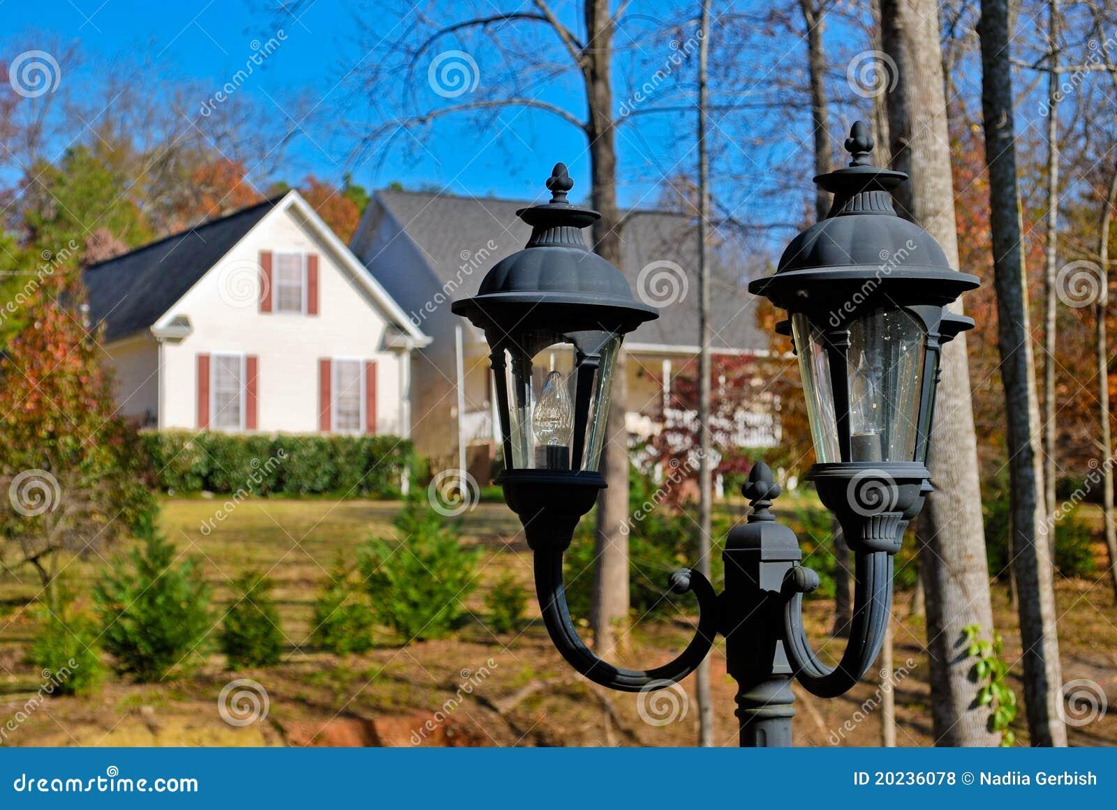 typisches amerikanisches haus stockfoto bild von elektrizit t geb ude 20236078. Black Bedroom Furniture Sets. Home Design Ideas