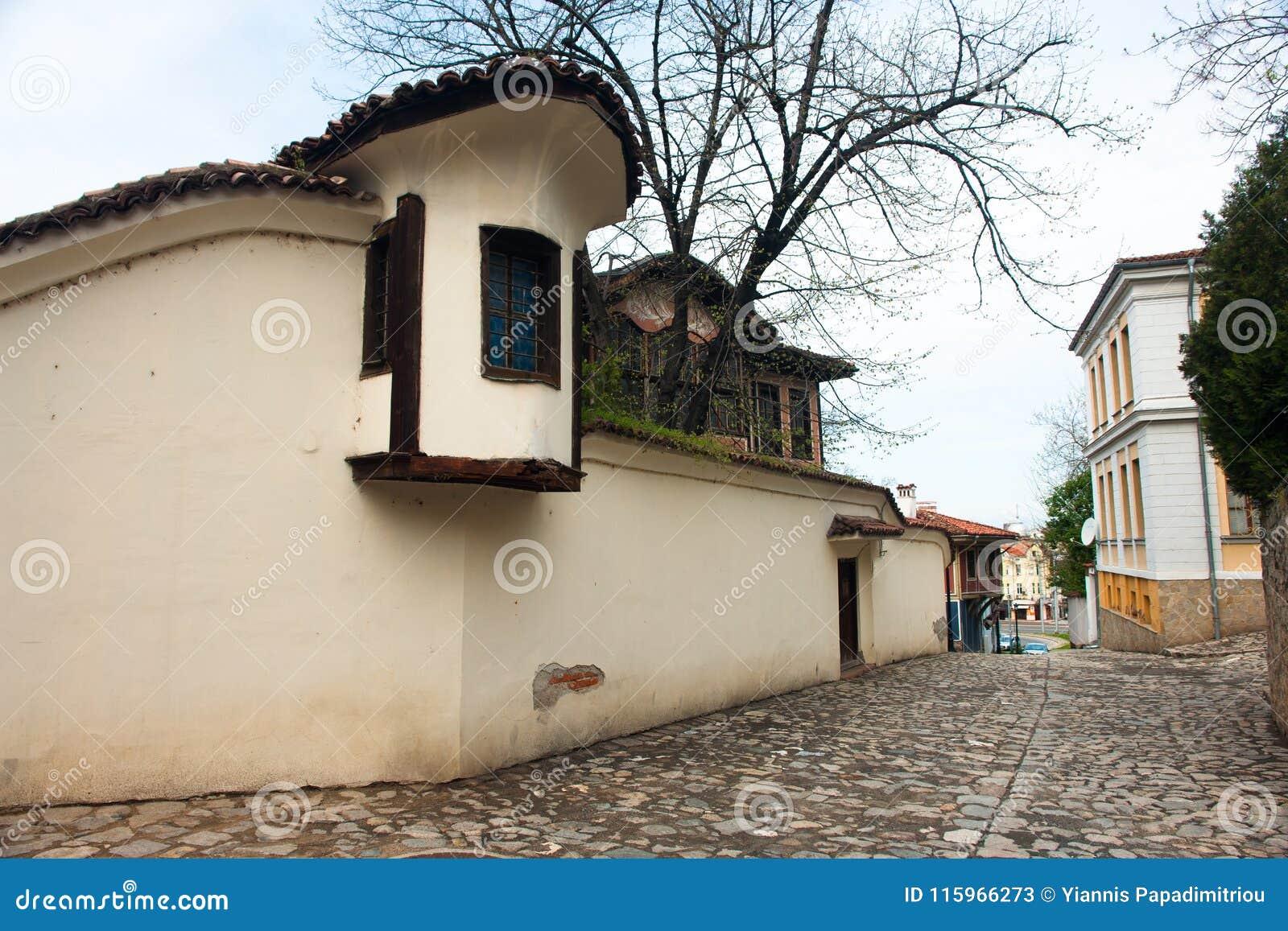 Typisk arkitektur, historiska medeltida hus, gammal stad