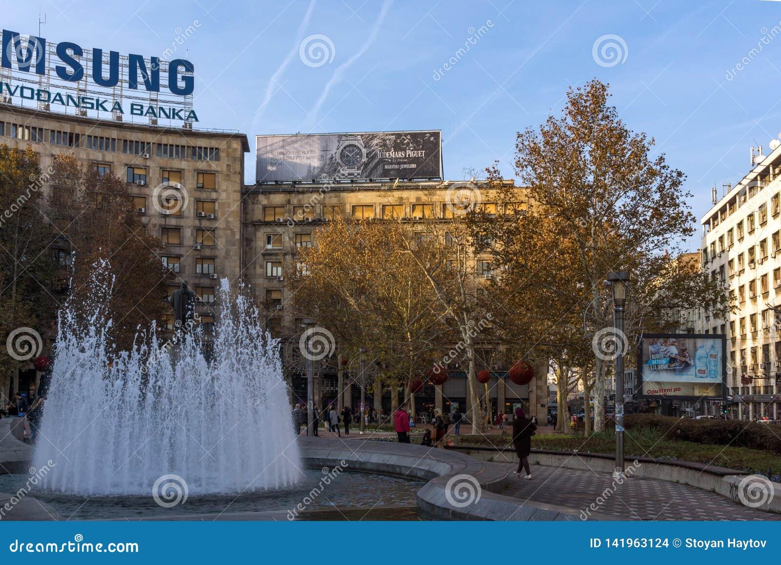 Typisk byggnad och gata i mitten av staden av Belgrade, Serbien