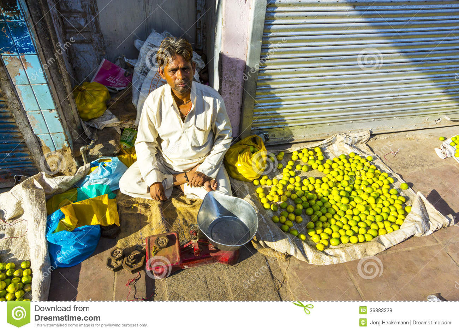 Typisk grönsakgatamarknad