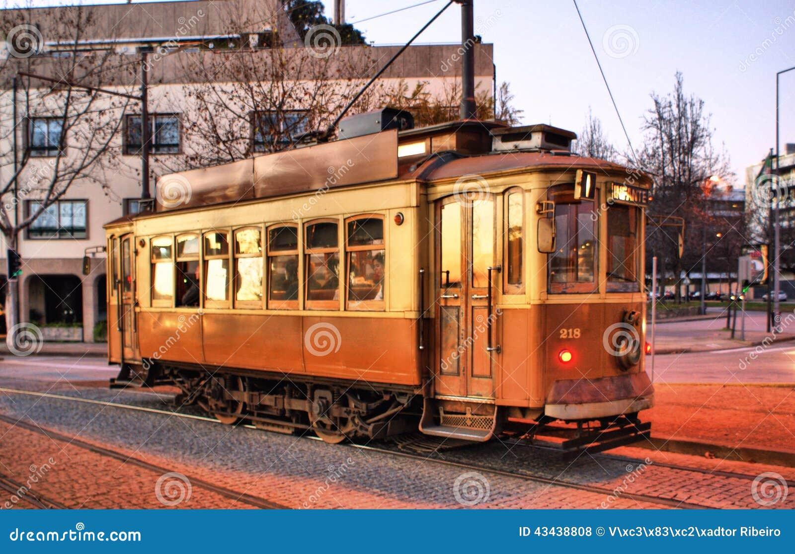 Typisk spårvagn i Porto