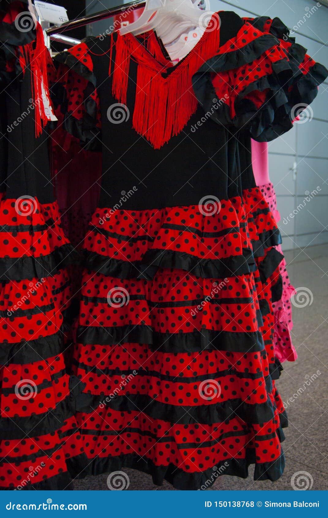 Typiska spanska klänningar för kvinnlig