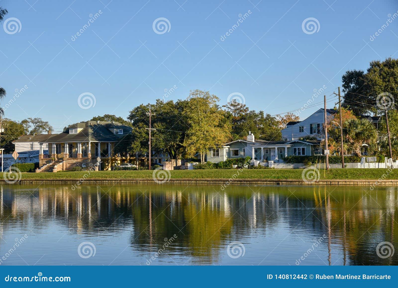 Typowi domy w zalewiska St John Nowy Orlean (usa