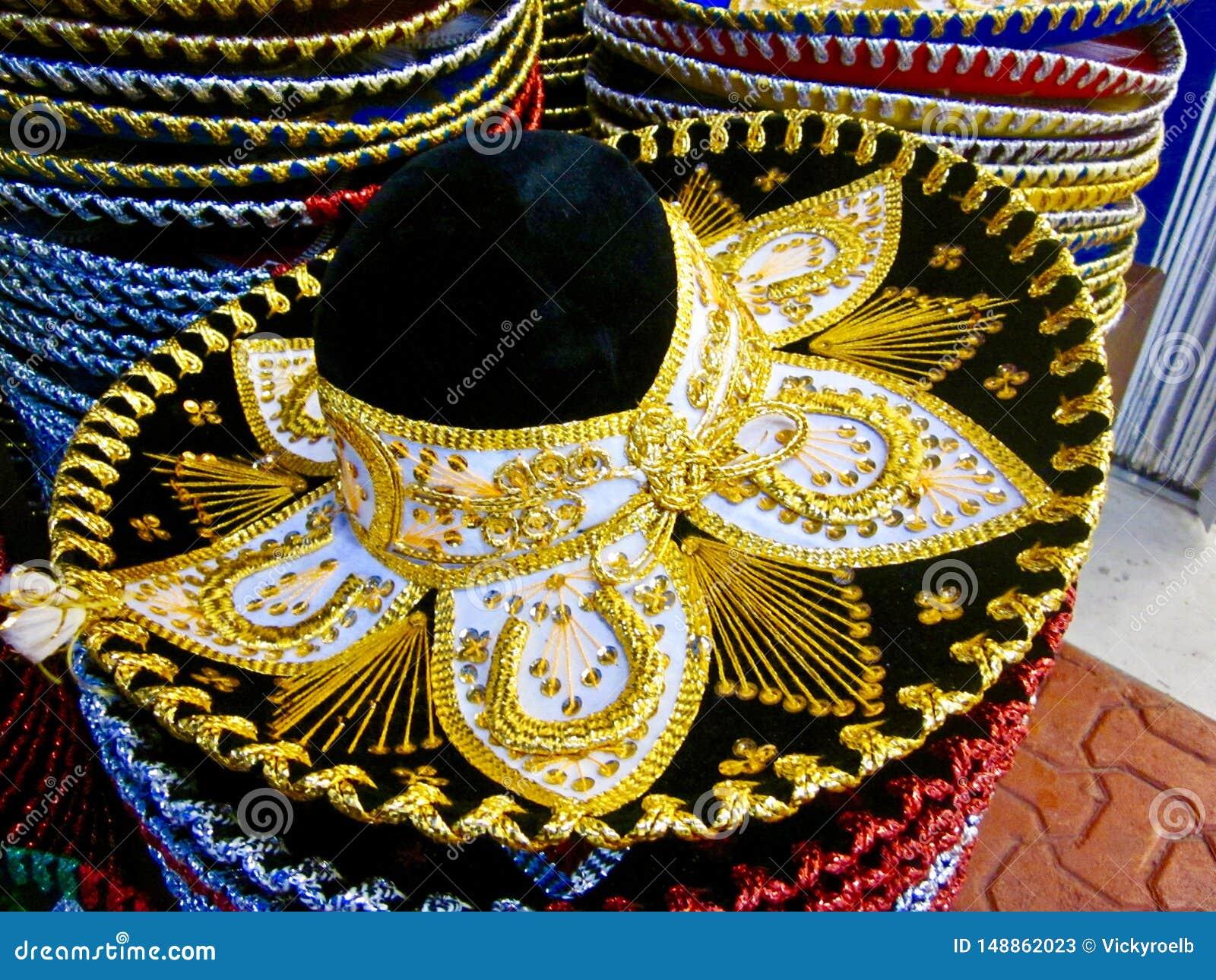 Typowi meksykańscy kolorowi kapelusze