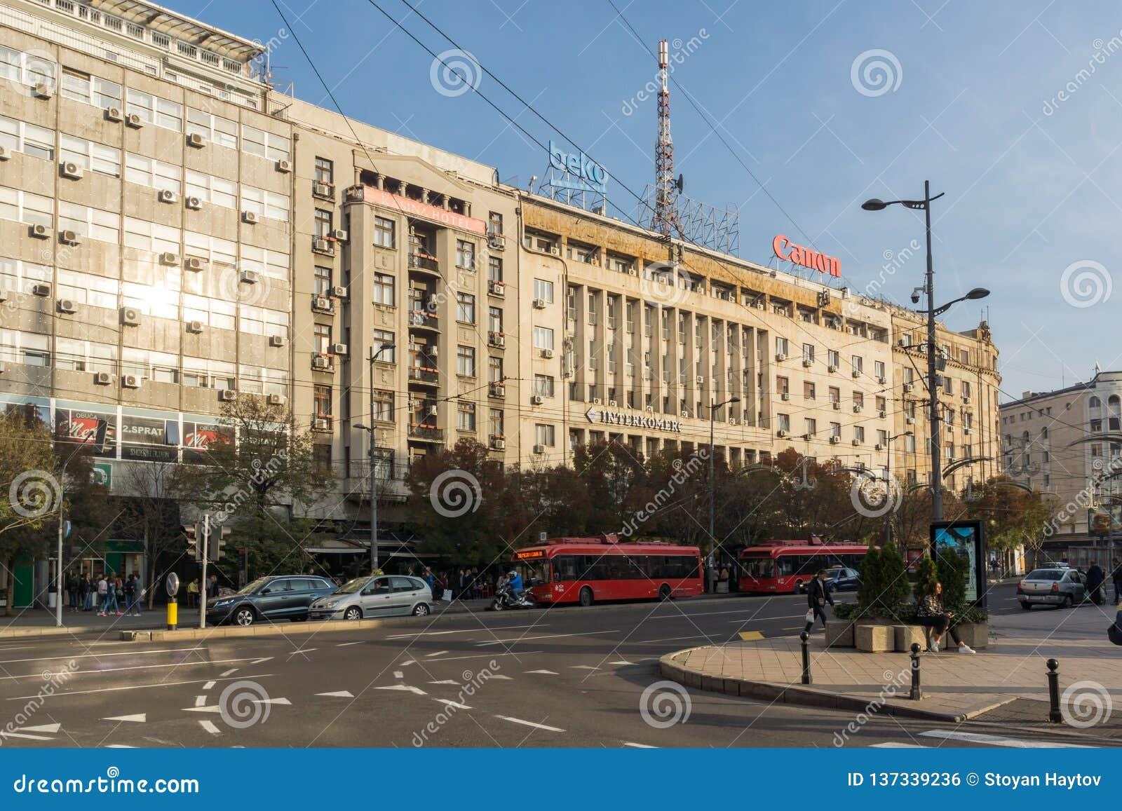 Typowy budynek i ulica w centrum miasto Belgrade, Serbia