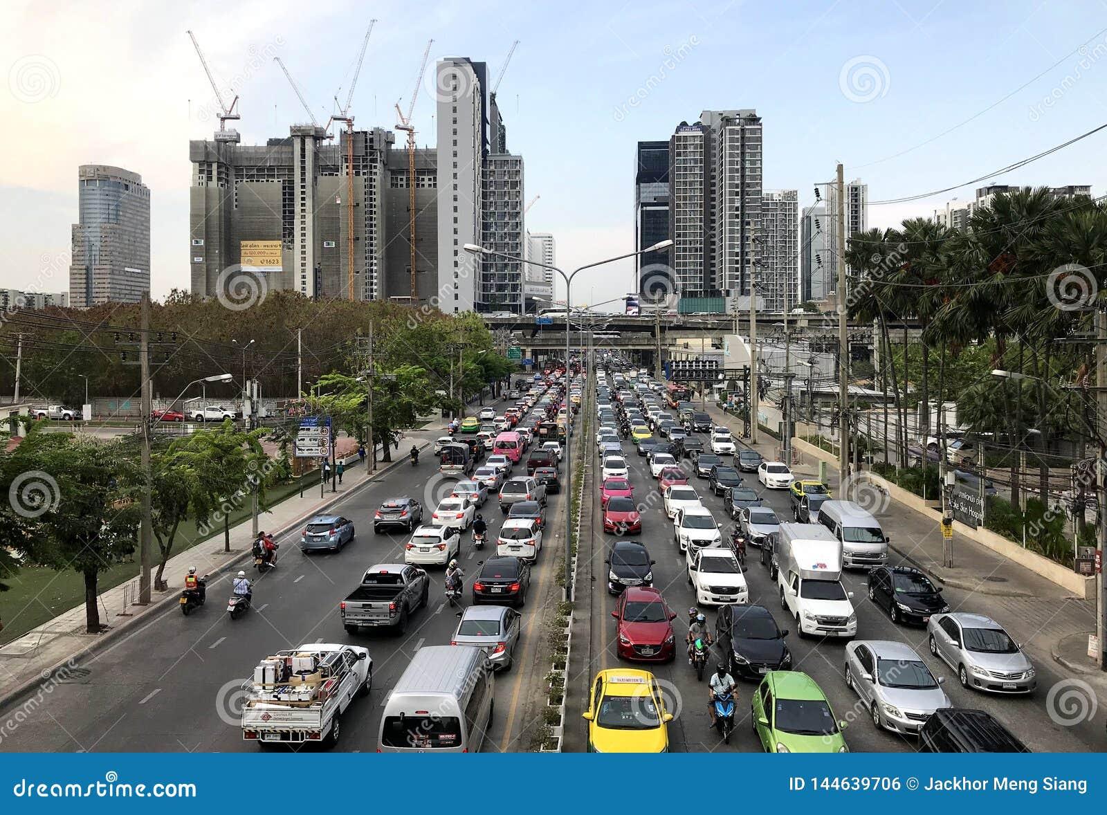 Typowy ciężki miastowy korki w śródmieściu, Bangkok