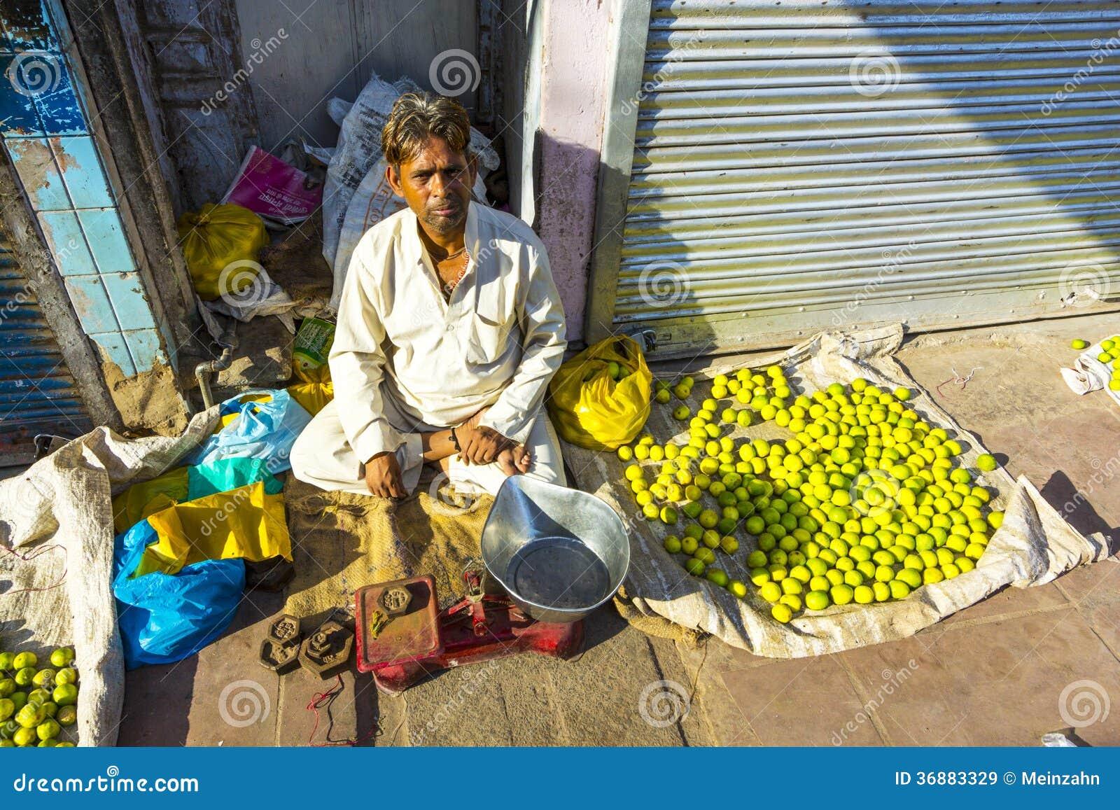 Typowy jarzynowy uliczny rynek