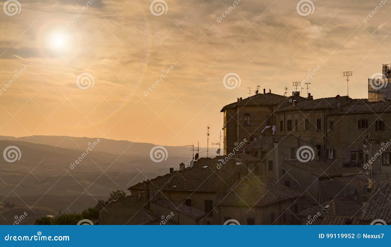 Typowy Włoski grodzki Volterra