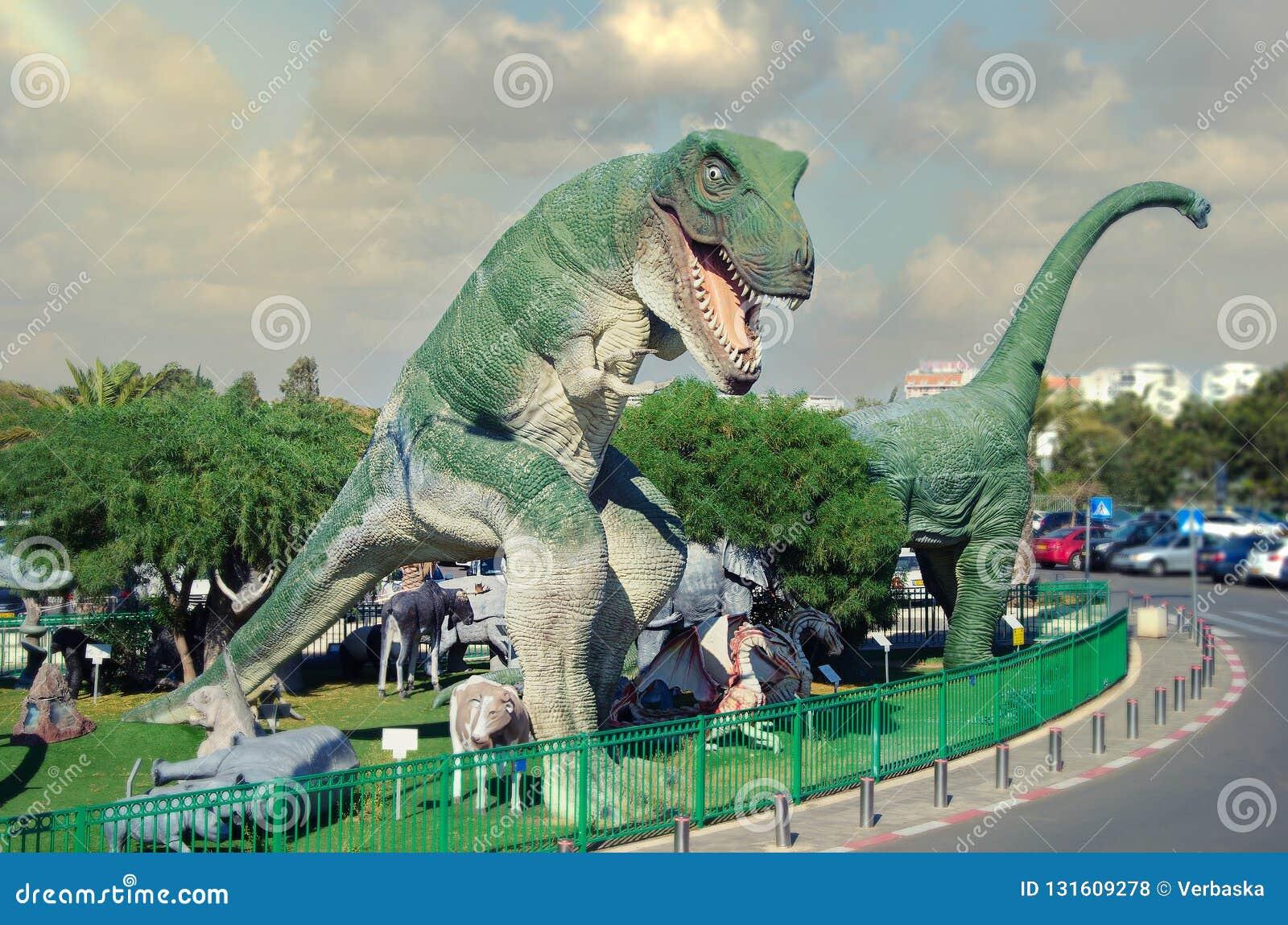 Tyrannosaurus rex przed filmem zaczyna