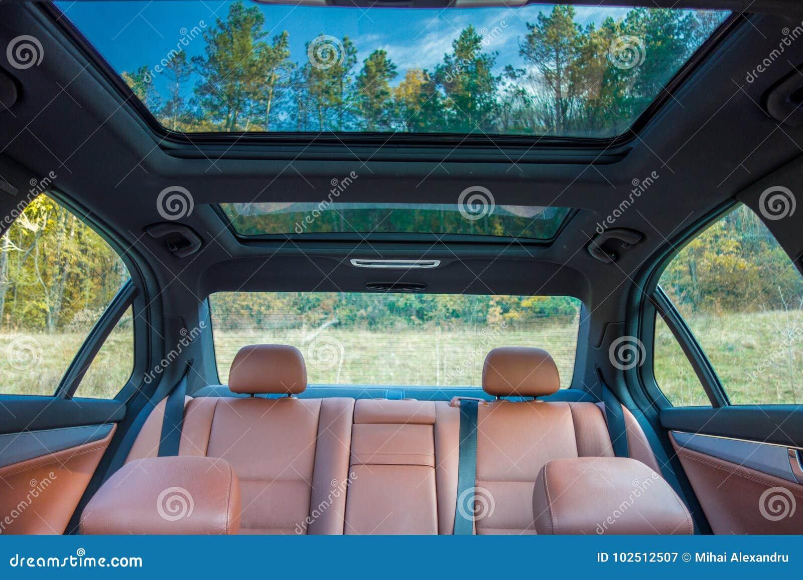 Tysk lyxig limousine - brun läderinre, stor panorama- soltak, sportutrustning