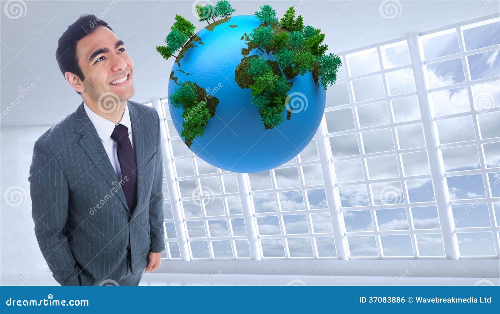 Download Uśmiechnięta Biznesmen Pozycja Zdjęcie Stock - Obraz złożonej z digitise, okno: 37083886