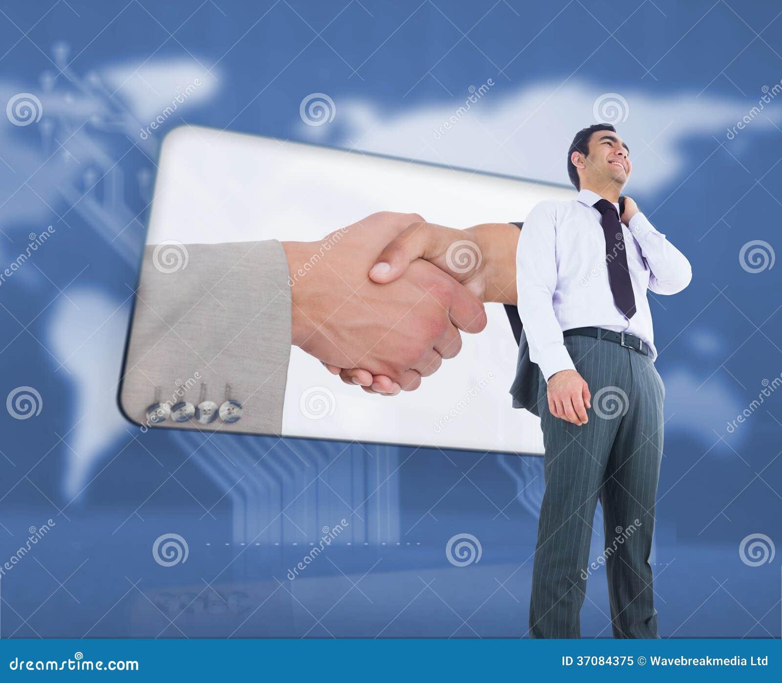 Download Uśmiechnięta Biznesmen Pozycja Obraz Stock - Obraz złożonej z biznesmen, jeden: 37084375