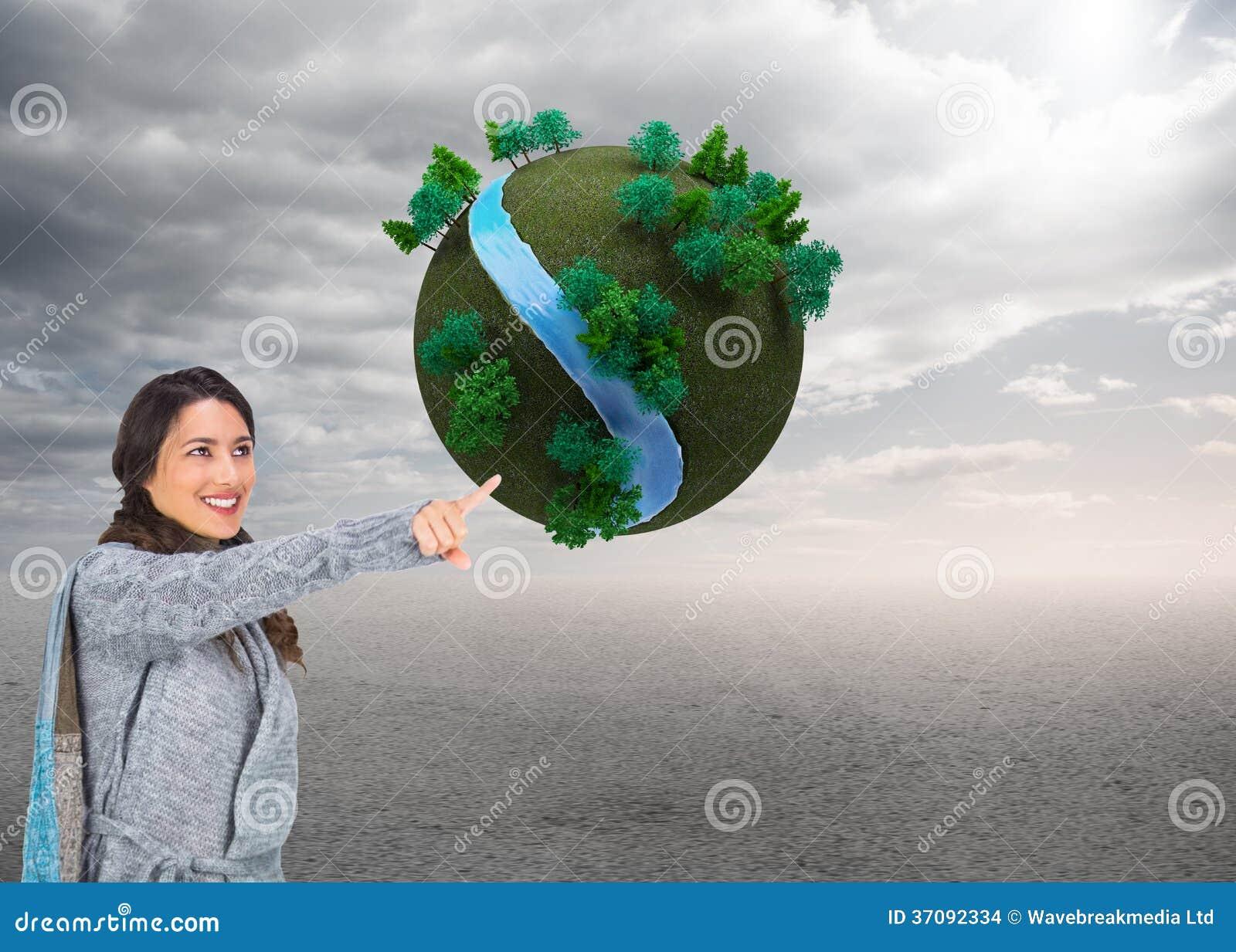 Download Uśmiechnięta Brunetka Jest Ubranym Zimę Odziewa Wskazywać Out Zdjęcie Stock - Obraz złożonej z drzewo, tekstura: 37092334