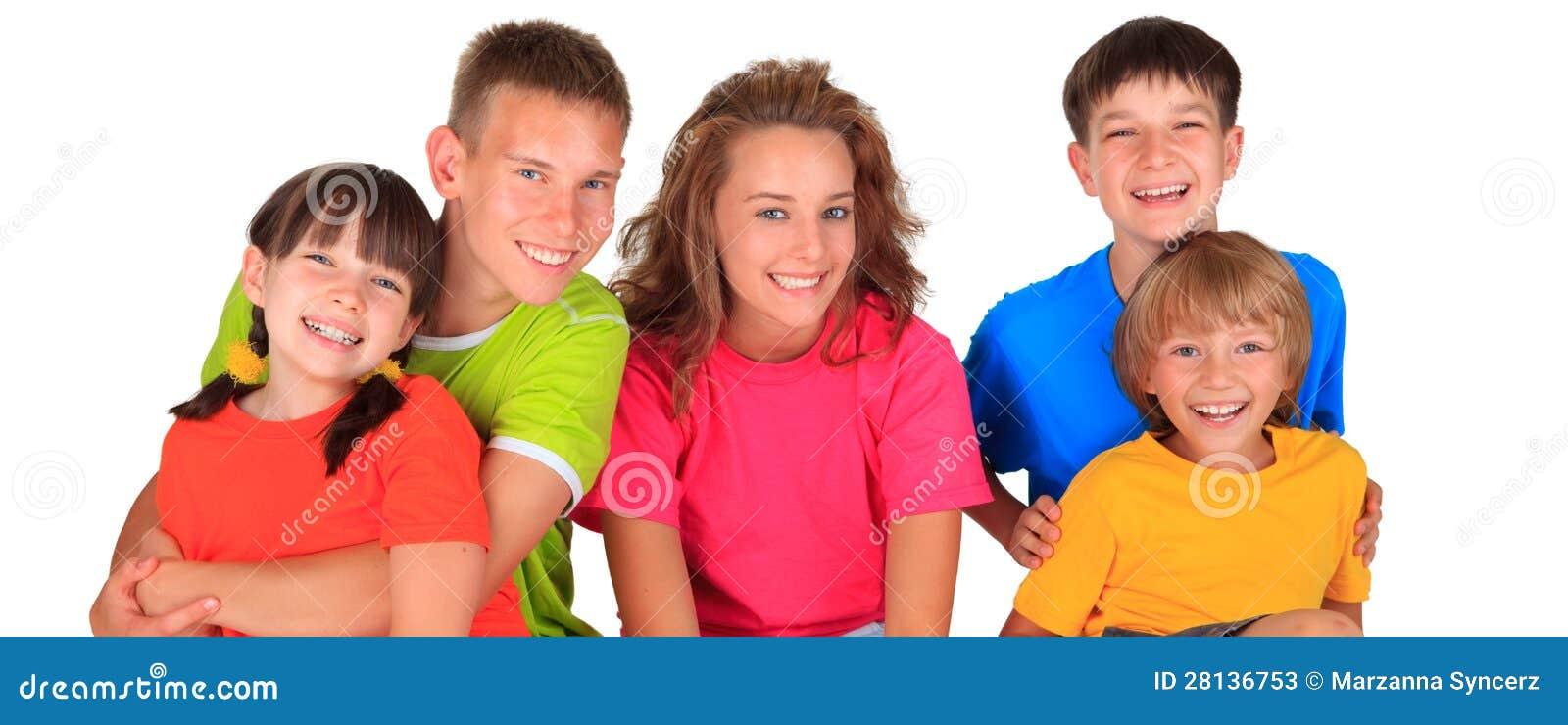 Uśmiechnięta grupa dzieci