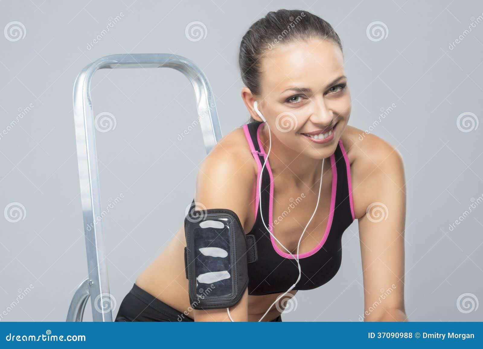 Download Uśmiechnięta Kobieta Napadu Atleta Zdjęcie Stock - Obraz złożonej z horyzontalny, aktywność: 37090988