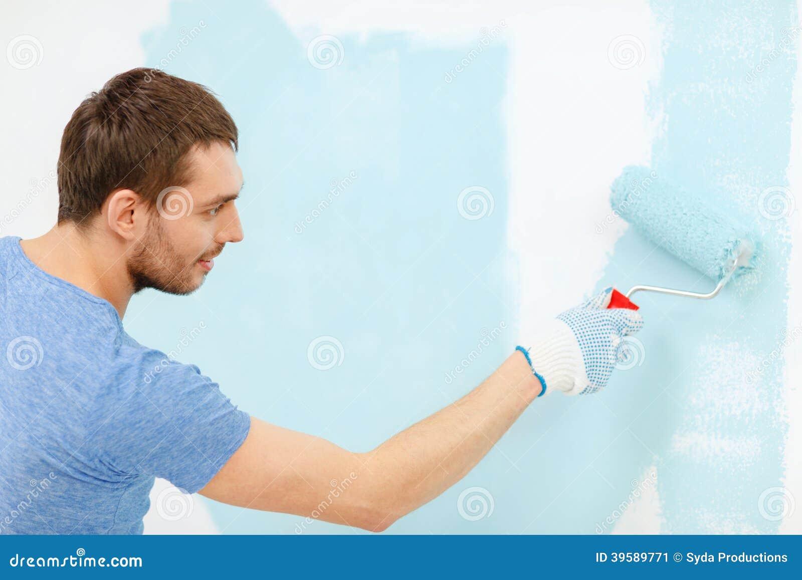 Uśmiechnięta mężczyzna obrazu ściana w domu