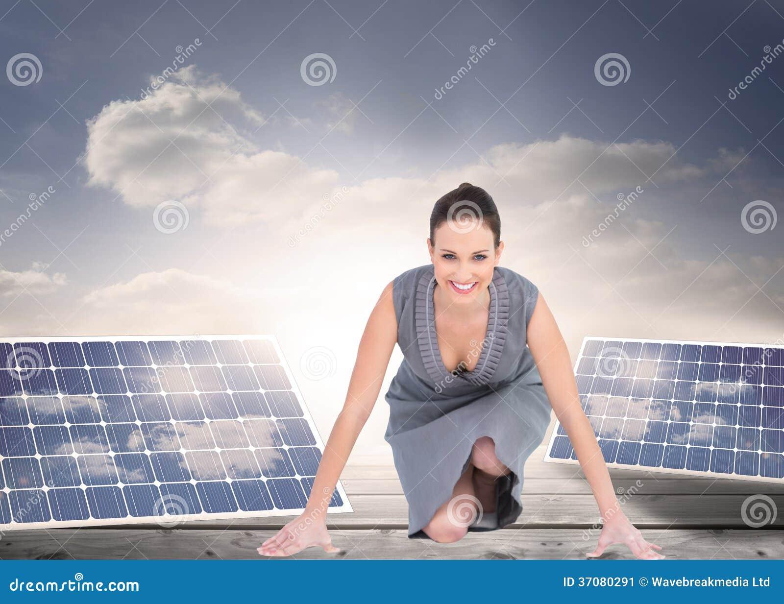Download Uśmiechnięta Wspaniała Kobieta Dostaje Przygotowywający Dla Odjazdu Ilustracji - Ilustracja złożonej z odnawialny, floorboards: 37080291