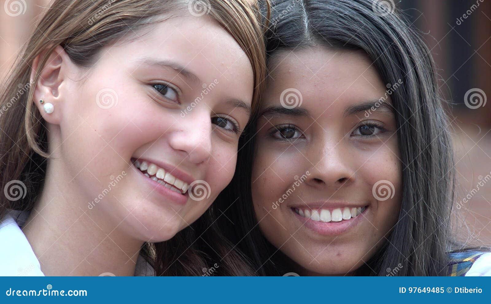 Uśmiechnięte I Szczęśliwe twarze Żeńscy wieki dojrzewania