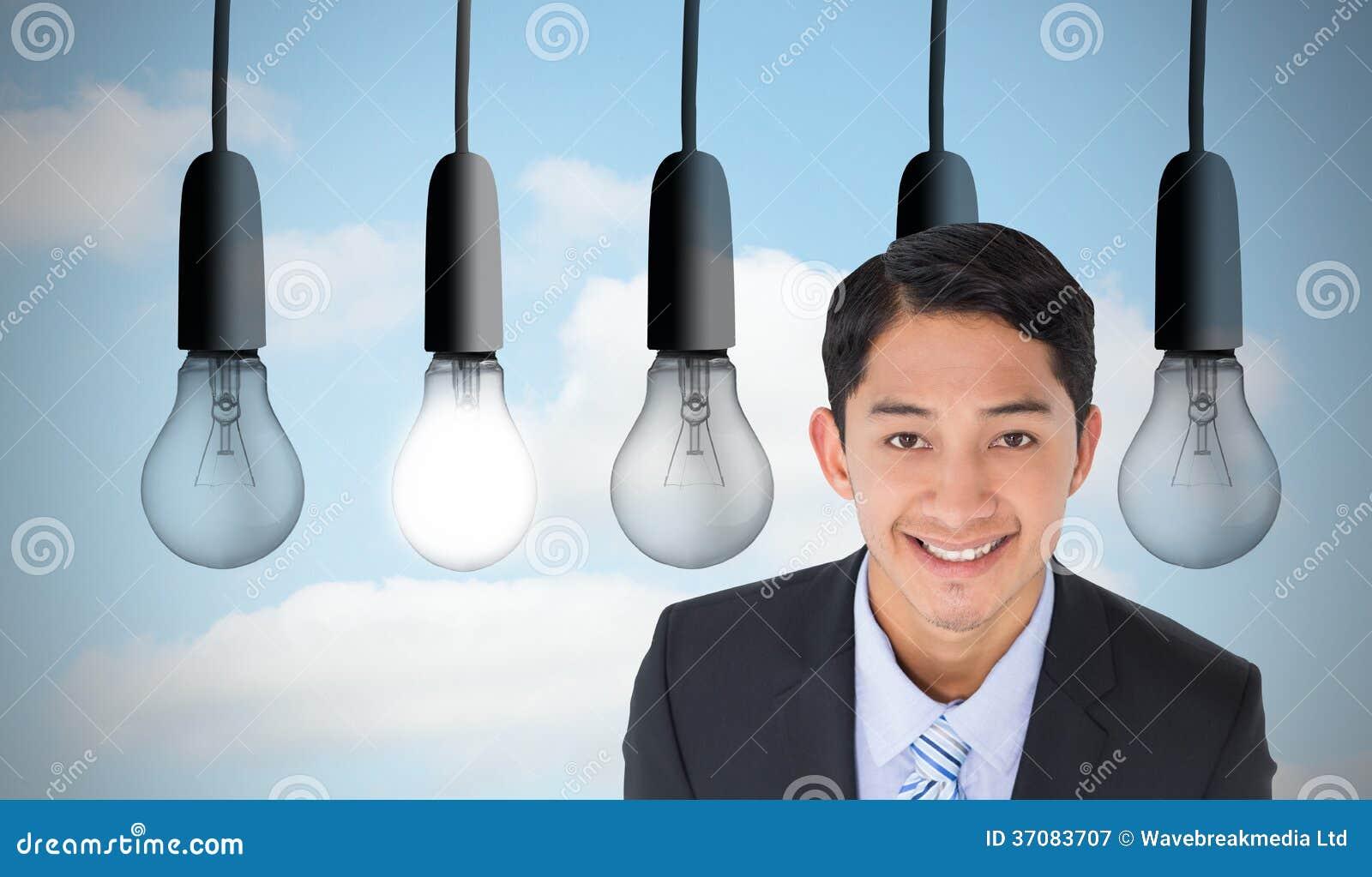 Download Uśmiechnięty Azjatykci Biznesmen Obraz Stock - Obraz złożonej z pięć, rząd: 37083707