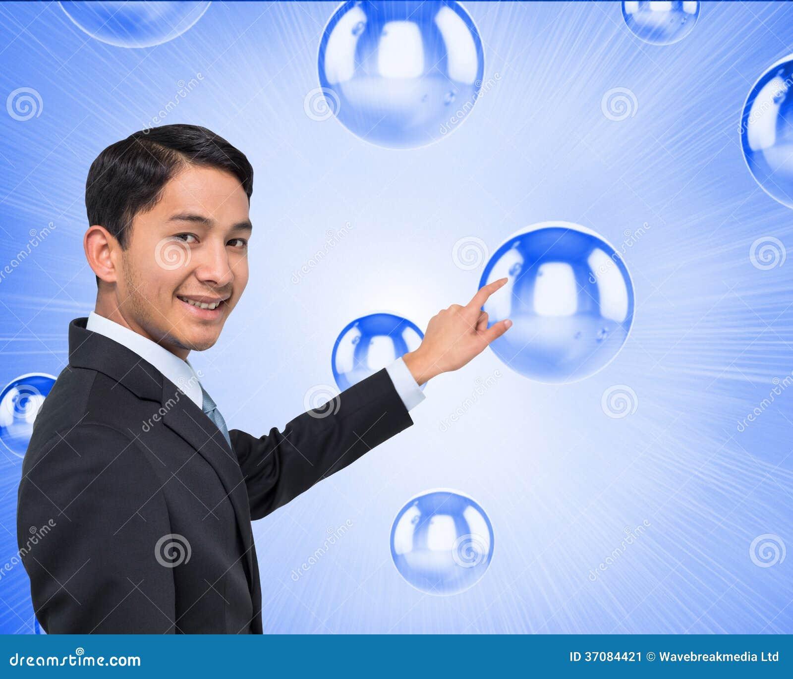 Download Uśmiechnięty Azjatykci Biznesmena Wskazywać Obraz Stock - Obraz złożonej z piłka, skrót: 37084421
