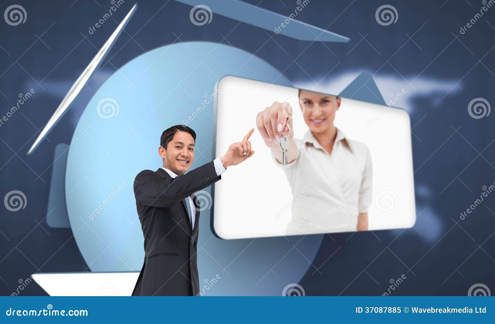 Download Uśmiechnięty Azjatykci Biznesmena Wskazywać Obraz Stock - Obraz złożonej z wytwarza, menu: 37087885
