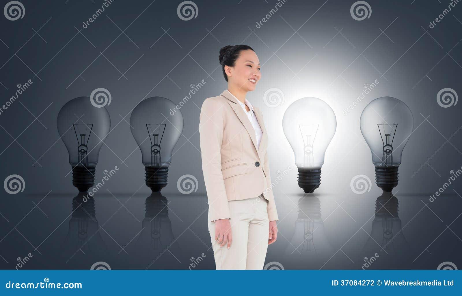 Download Uśmiechnięty Azjatykci Bizneswoman Zdjęcie Stock - Obraz złożonej z żarówka, iluminacja: 37084272