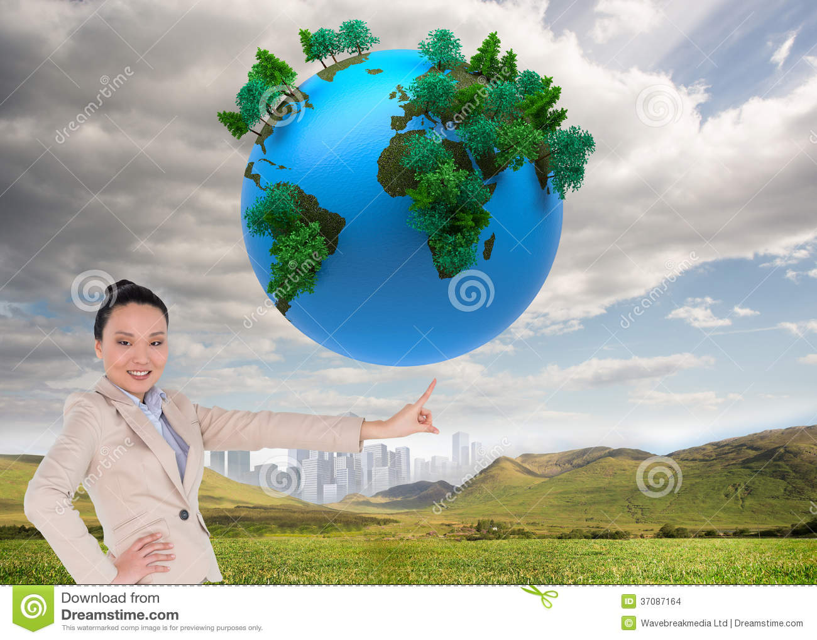 Download Uśmiechnięty Azjatykci Bizneswomanu Wskazywać Zdjęcie Stock - Obraz złożonej z planeta, digitise: 37087164