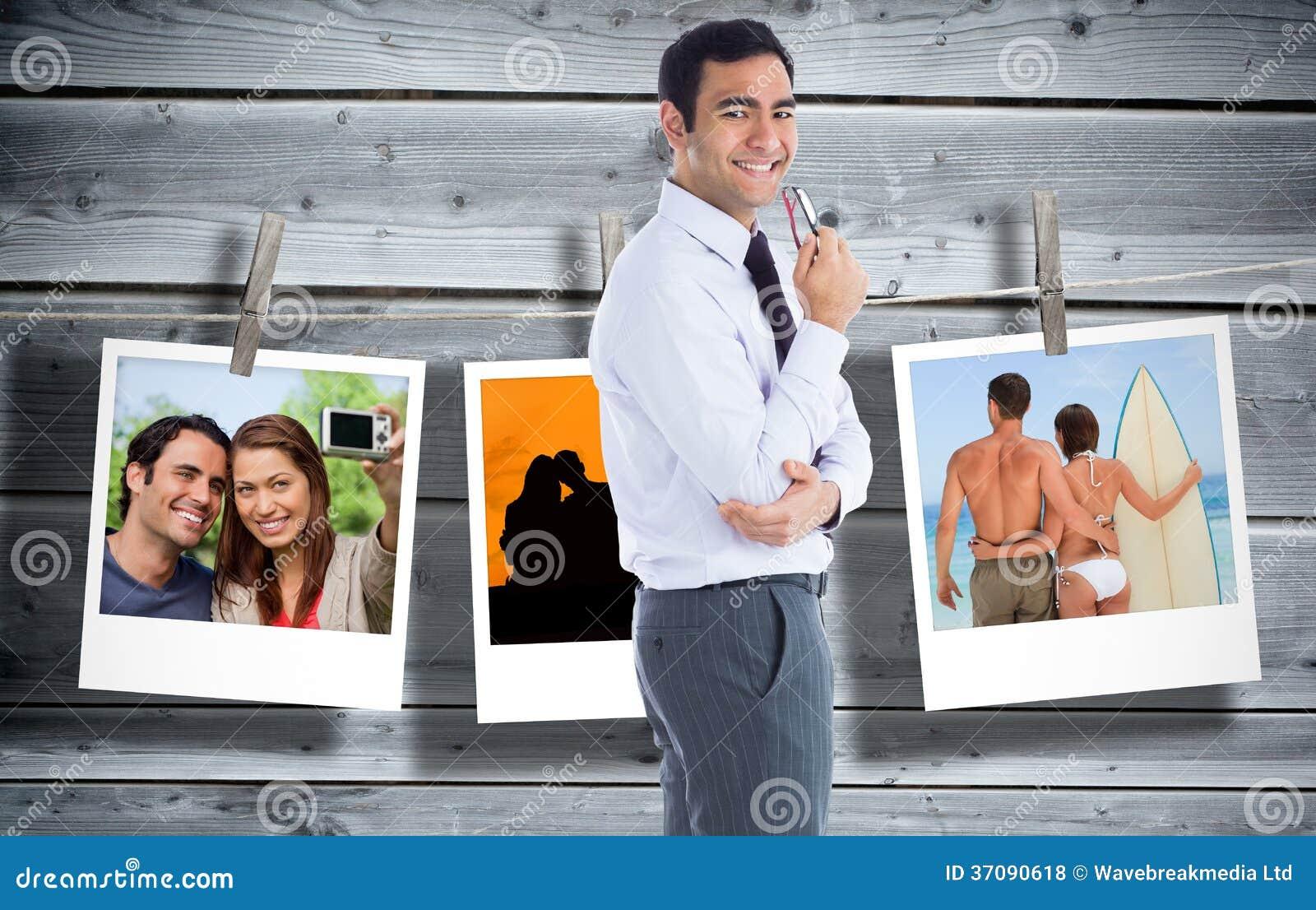 Download Uśmiechnięty Biznesmen Trzyma Szkła Zdjęcie Stock - Obraz złożonej z digitise, ramię: 37090618
