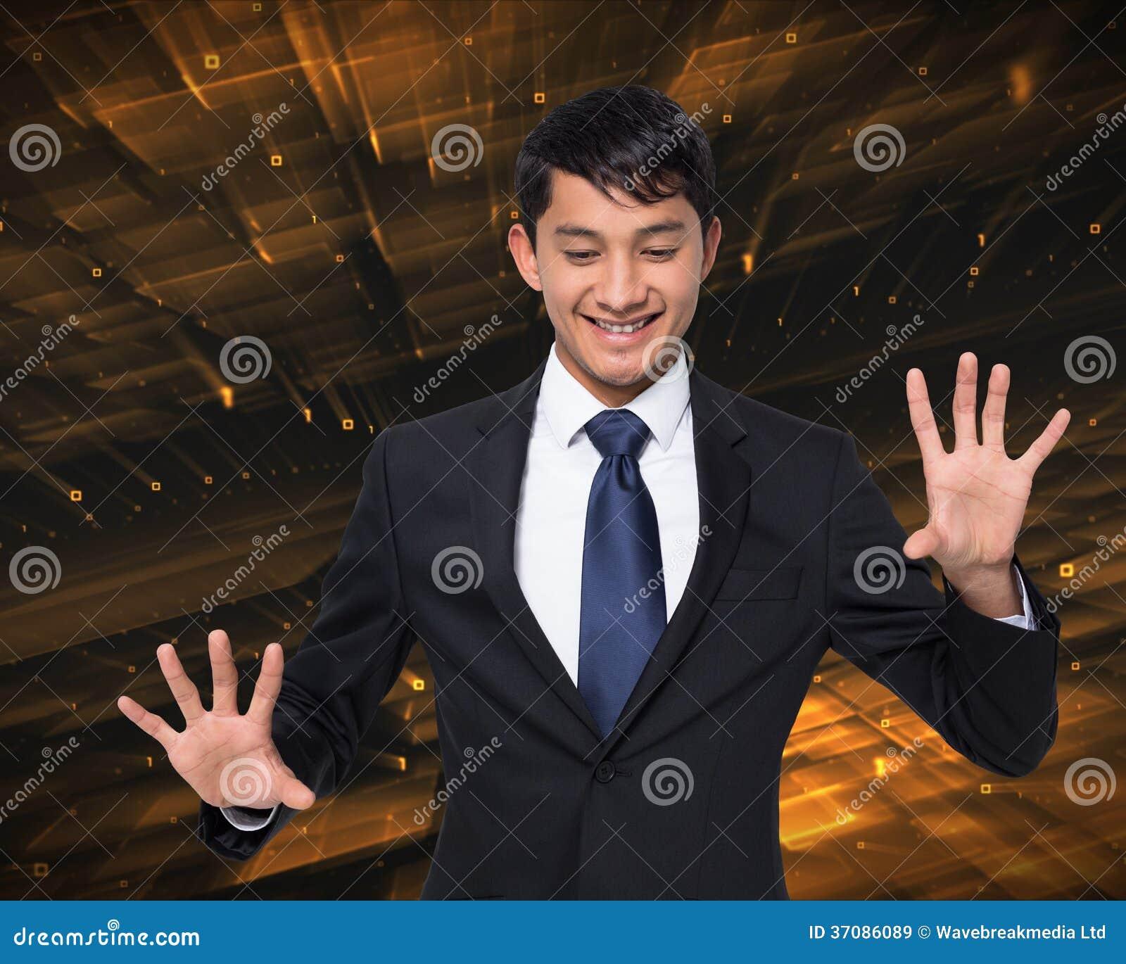 Download Uśmiechnięty Biznesmena Macanie Obraz Stock - Obraz złożonej z biznesmen, profesjonalizm: 37086089