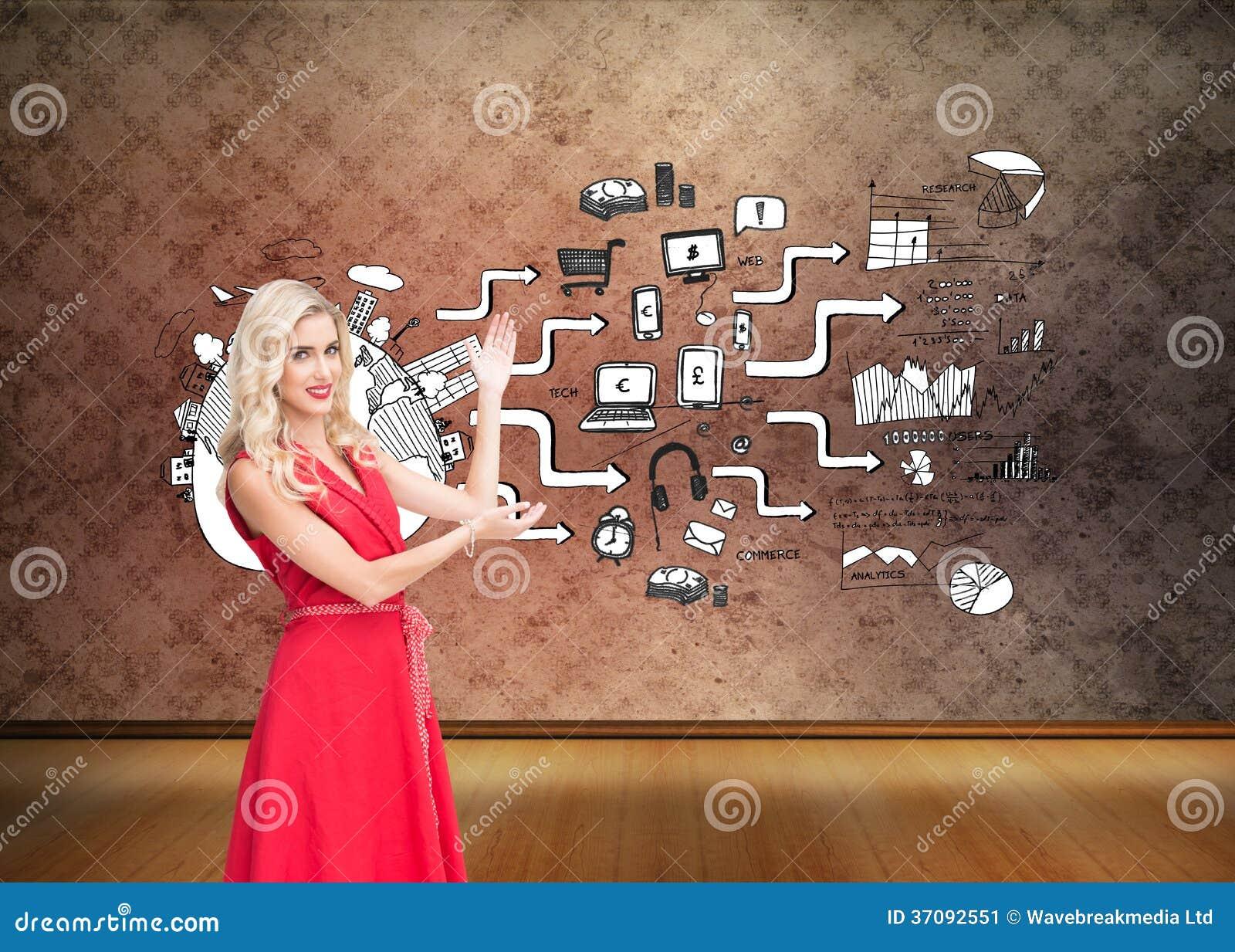Download Uśmiechnięty Blondynki Przedstawiać Obraz Stock - Obraz złożonej z potomstwa, kobiety: 37092551