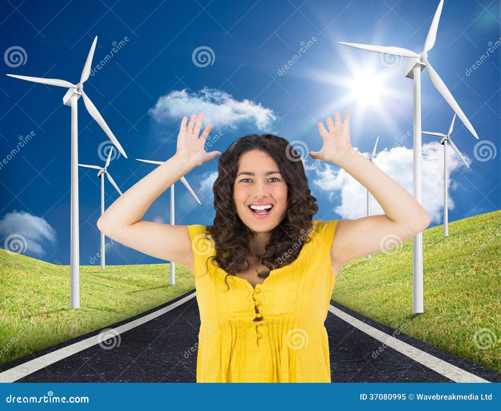 Download Uśmiechnięty Przypadkowy Młodej Kobiety Pozować Obraz Stock - Obraz złożonej z digitise, chmura: 37080995
