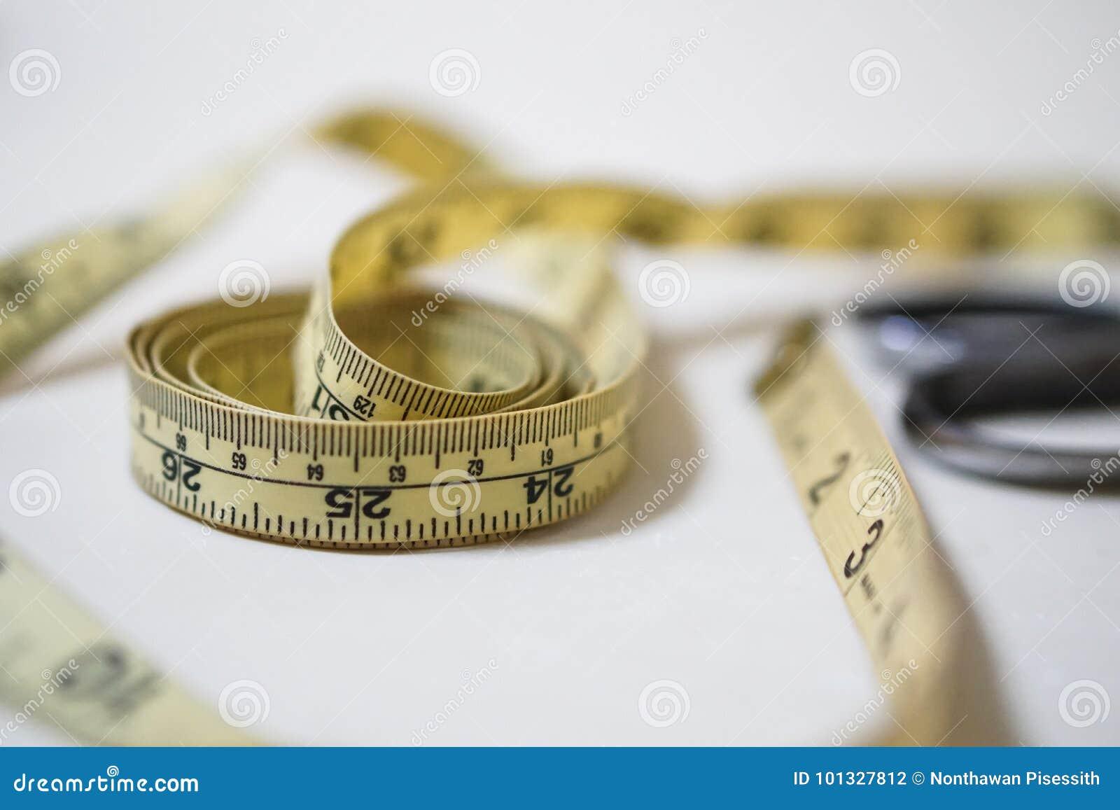 Używać żółtego miękkiego taśma pomiaru władcy szwalny krawiecki zestaw