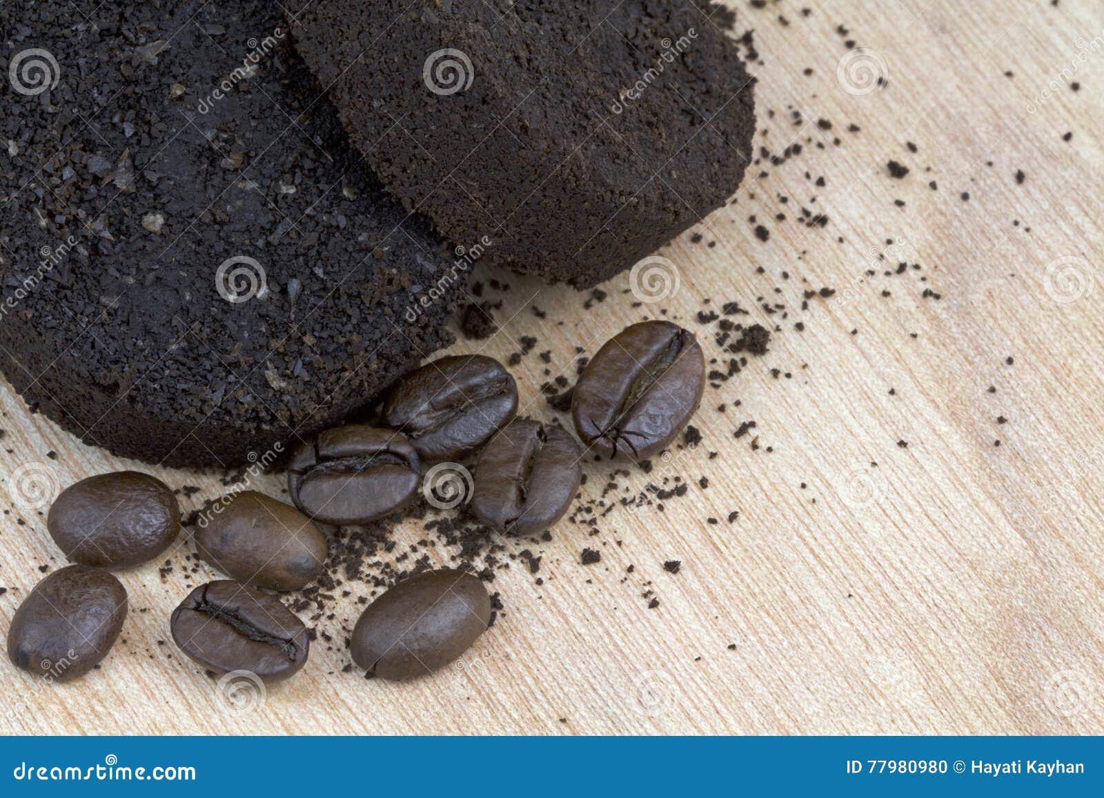Używać kawowe ziemie po kawy espresso maszyny i kawowych fasoli