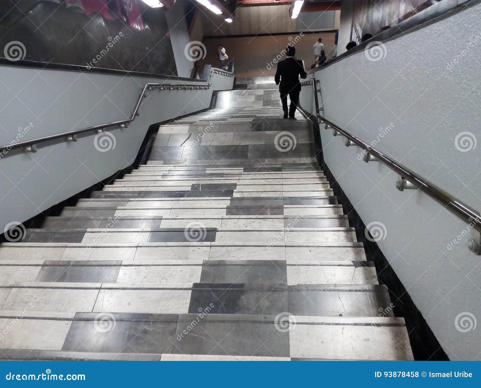 U Bahntreppe Escaleras De Metro Redaktionelles Stockfoto Bild